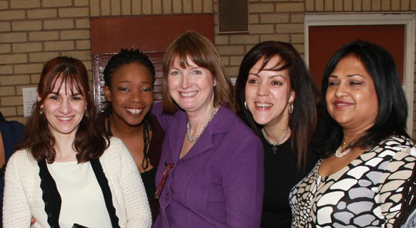 Harriet Harman MP celebrates with local mums in York Gardens Library