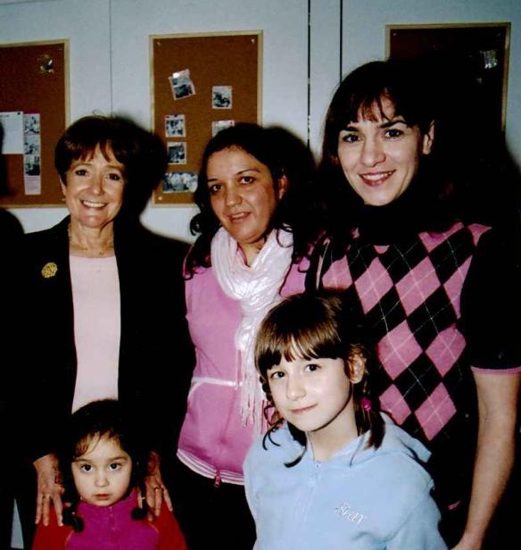 Margaret Hodge meets Senia and Una Dedic, Battersea Sure Start, 2004