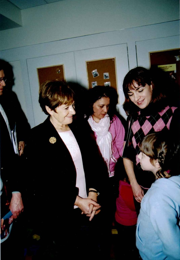Margaret Hodge meets Senia and Una Dedic, Battersea Sure Start, 2004